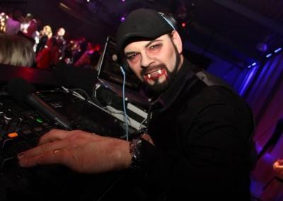 Kapellmeister DJNycco zu Halloween 2014 bei den Gaffel-Brothers Bonn