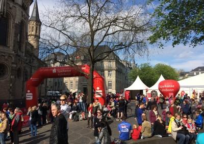 DJNycco mit Tontechnik von Chossonevent auf dem Deutsche Post Marathon im Promotion Stand im Kunden Auftrag