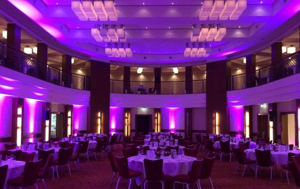 Dekobeleuchtung mit LED Floorlights ganz nach Kiunden Wunsch. Marriot Hotel Köln