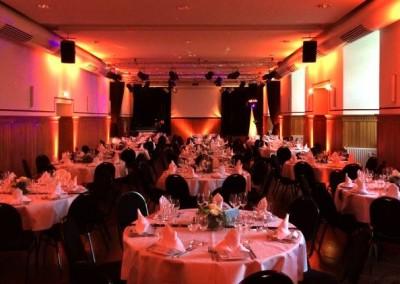 Ambientbeleuchtung nach Kundenwünschen im Schlos Bedburg von Chossonevent und Musik von DJNycco