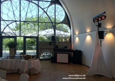 Feiern im Dachsalon der Flora Köln mit einem Dezentem Ton&Licht Setup von ChossonEvent und Musikambiente von DJNycco